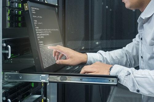 大学中退者におすすめの職種、IT系インフラエンジニア