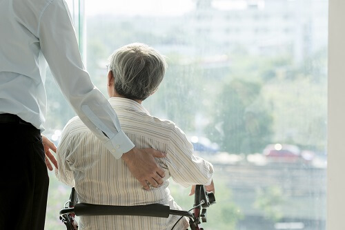 大学中退者におすすめの職種、介護職