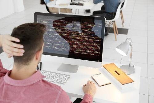 大学中退プログラマー求人でブラック企業に就職しないか悩んでいる